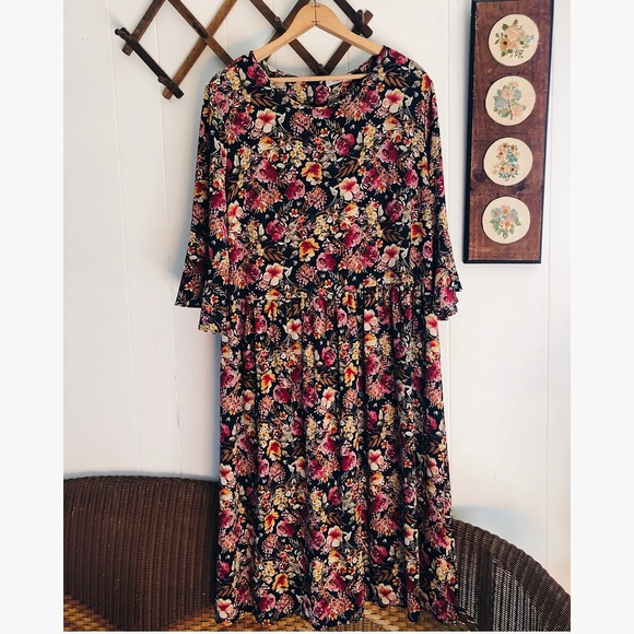 Gilli Dresses & Skirts - Gilli • Moody Floral Flowy Dress